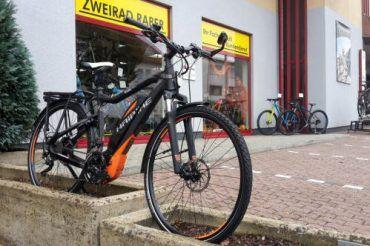 Fahrrad vor dem Laden
