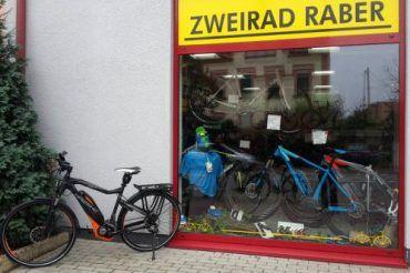 Fahrrad vor dem Laden Schaufenster